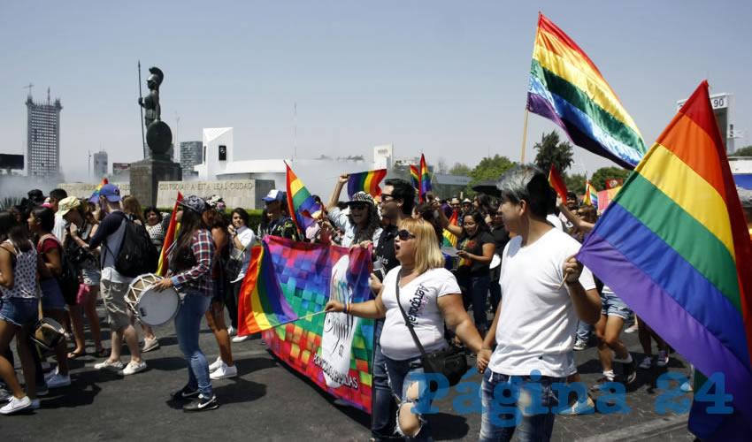 Homosexuales exigen a diputados que trabajen