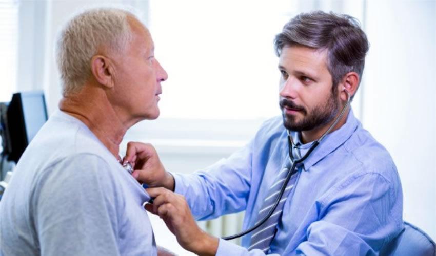 La principal medida preventiva para evitar esta enfermedad es acudir al urólogo cuando menos una vez al año