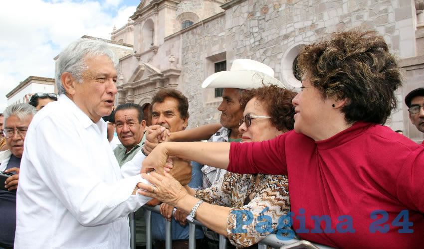 En el marco de la firma, López Obrador agradeció la presencia de los ciudadanos y llamó a la esperanza de una transformación del país