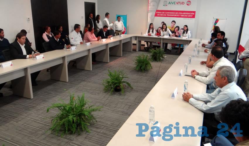 Injuventud Firma Convenio Para Apoyar con Becas de Transporte a Estudiantes Zacatecanos