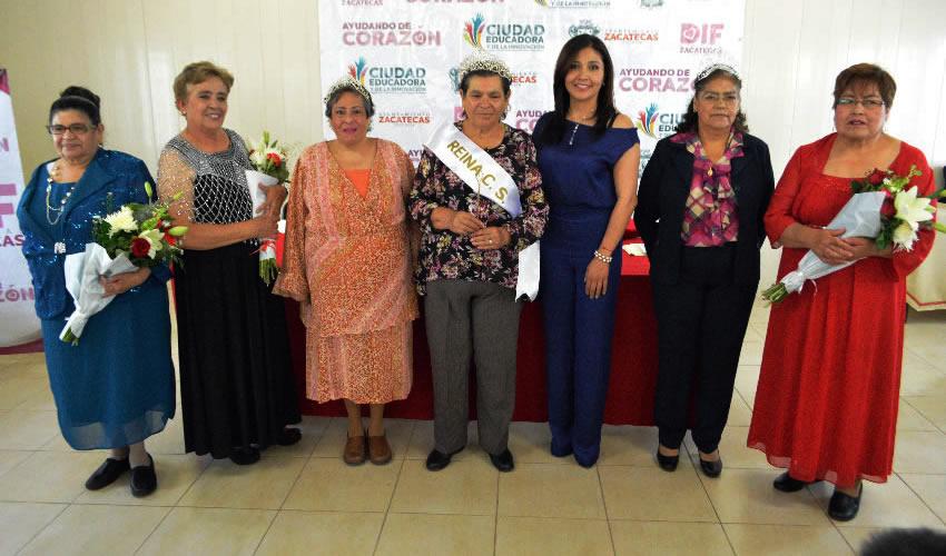 Coronan a Glafira I Como Reina de los Centros Sociales