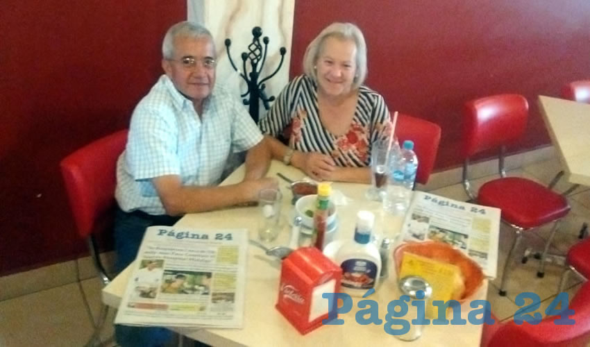 Los esposos Carlos Martínez y Teresa de Jesús Rodríguez degustaron el primer alimento del día en el restaurante Mitla