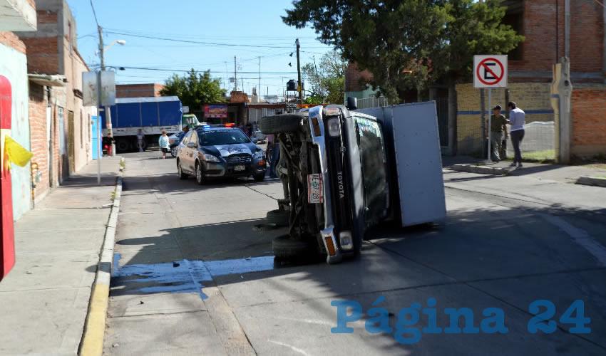 Afortunadamente, el chofer de la camioneta Toyota no presentó contusiones de cuidado