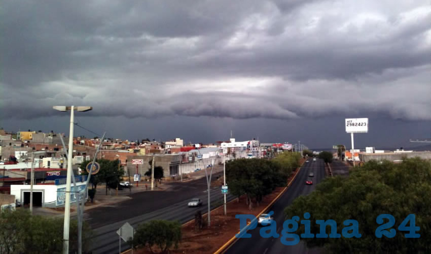 A sacar el paraguas (Fotos Cristo González)