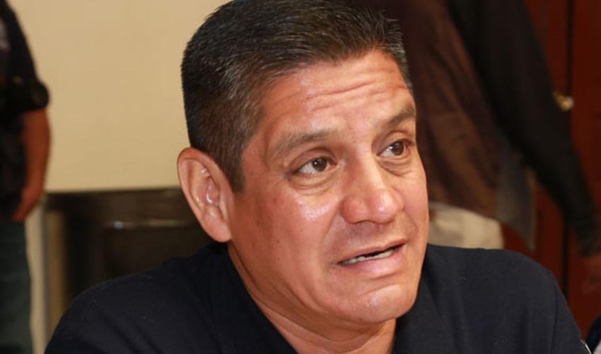 José Héctor Benítez López ...viene por el billete...