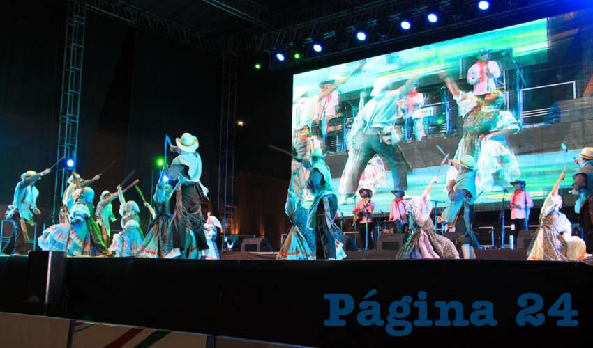 La música típica que bailan en ese país son los bambucos, torbellinos, tambora, joropos, cumbias, porros y sureños de todas las regiones y diversidad de Colombia, debido a que el lema del grupo habla de lo alegre y fiestera que es la gente oriunda de esa nación (Fotos Rocío Castro Alvarado)