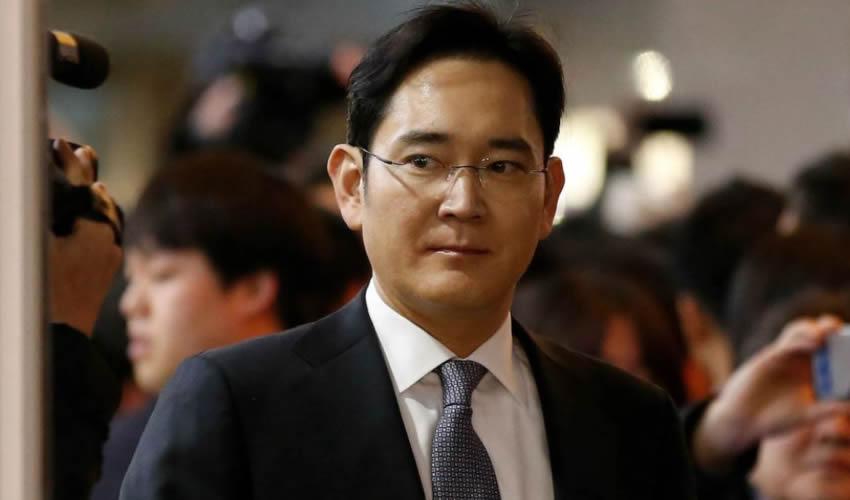 Seúl, Corea del Sur.- El vicepresidente de Samsung Electronics, Lee Jae-yong, llega a un juicio en el Tribunal (Foto: Xinhua)