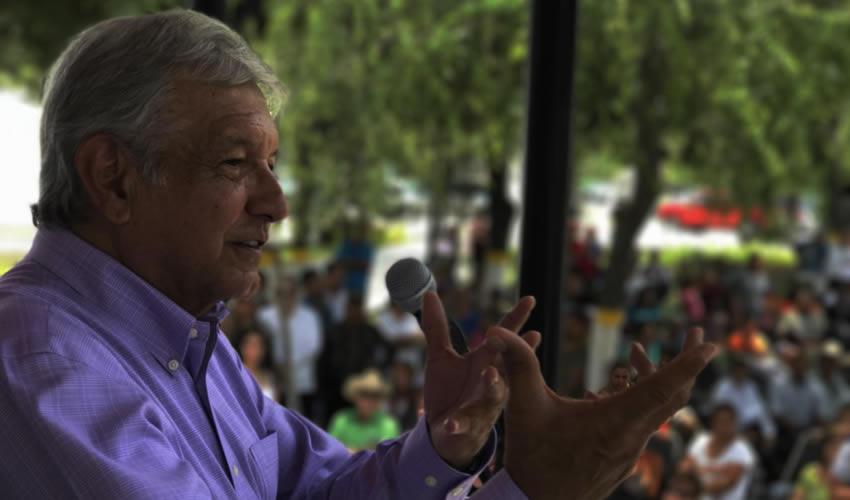 García, Nuevo León.- AMLO descartó que exista un problema al seleccionar a los candidatos (Foto: Morena)