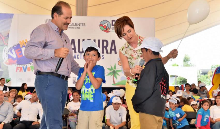 """""""Ustedes se encuentran en una etapa en la que merecen respeto, y en la que debemos aprender a respetarnos entre todos"""", expresó MOS a los infantes"""