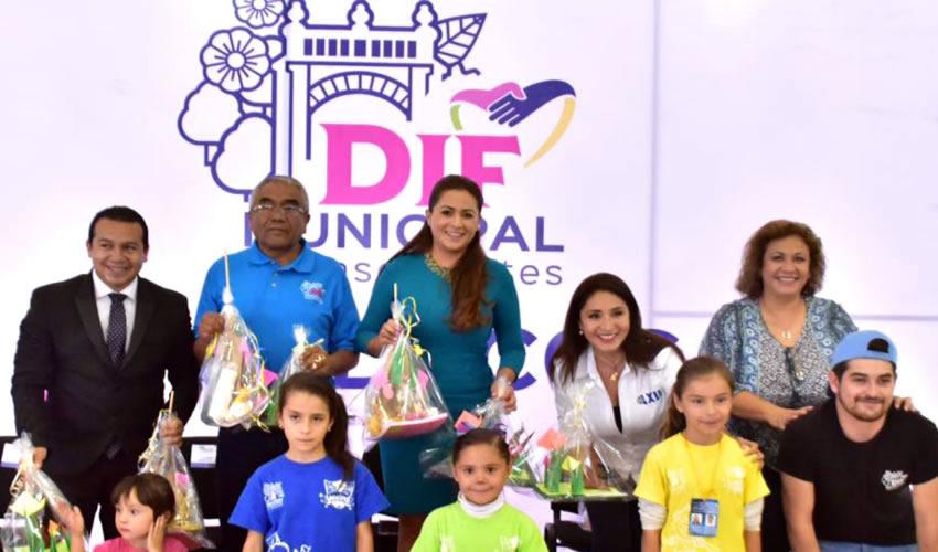 La alcaldesa Tere Jiménez, acompañada del presidente del DIF Municipal de Aguascalientes, Ramón Jiménez Peñaloza, clausuró las actividades del curso