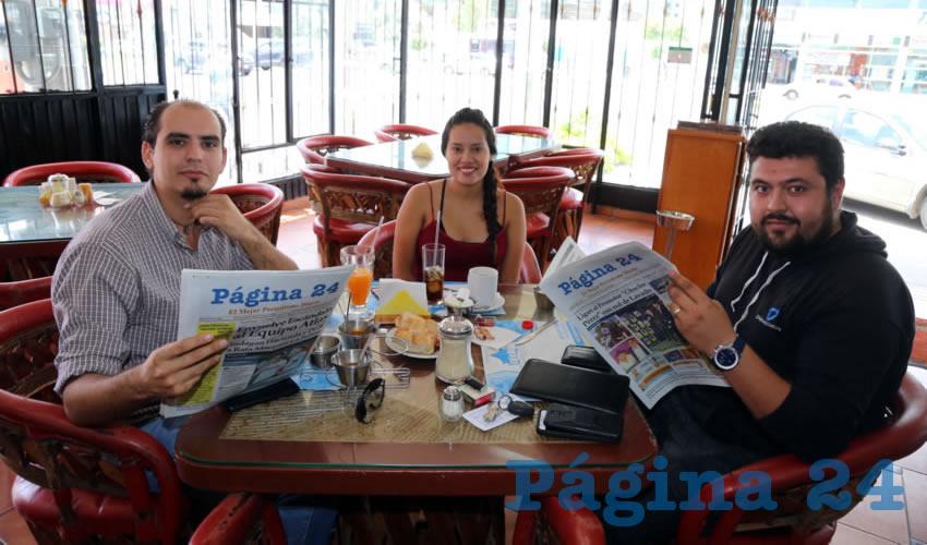 En Las Delicias de María desayunaron Óscar Quiroz Ochoa, Johana Amador Badillo y Enrique García de la Torre