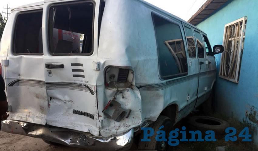 Esta camioneta Ram, tras ser colisionada por otra unidad, arrolló a José Miguel Orozco, quien murió más tarde en un hospital