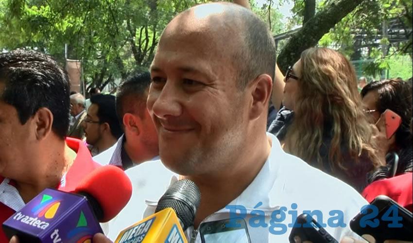 """Sobre lo dicho por el arzobispo emérito, el alcalde Enrique Alfaro se limitó a sonreír y a decir que """"todo mundo tiene derecho a opinar en la ciudad"""", no obstante recalcó de nuevo que """"no habrá marcha atrás"""" en la ruta del programa de arte público"""