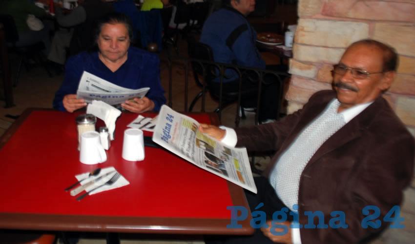 Los profesores Clara Rivera Rodríguez y José Ramos Palomino compartieron el pan y la sal en el restaurante Las Antorchas