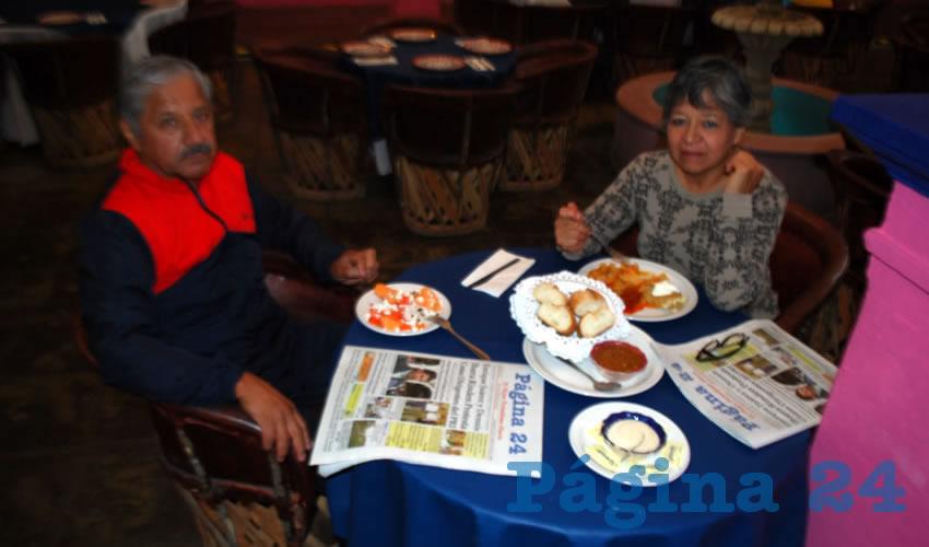 Gerardo Hernández y Teresa Medellín tomaron el primer alimento del día en el restaurante La Saturnina