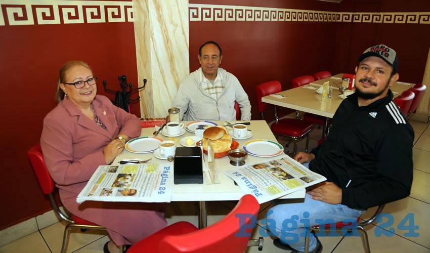 En el restaurante Mitla almorzaron Lupita Medina Camacho, Juan Antonio Álvarez Gallegos y Marco Antonio Álvarez Medina