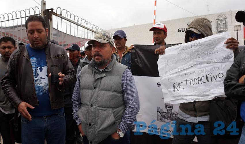 A decir de Rivera Nieto, son cerca de 68 trabajadores con quien el ayuntamiento tiene prestaciones pendientes y supuestamente les adeudan una bolsa cercana a los 200 mil pesos (Foto Merari Martínez Castro)