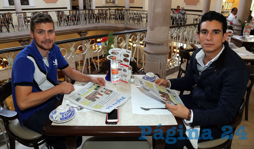 En Sanborns Francia almorzaron Fernando Morales Lomelín, empresario, y Memo Reed Frausto, coordinador de asesores en la Secretaría General de Gobierno de Aguascalientes