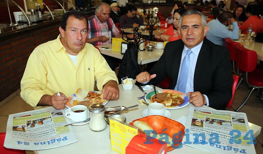 En el restaurante Mitla compartieron el pan y la sal Sándor Hernández Alba y Uriel Gerardo Gómez Trousselle, abogado