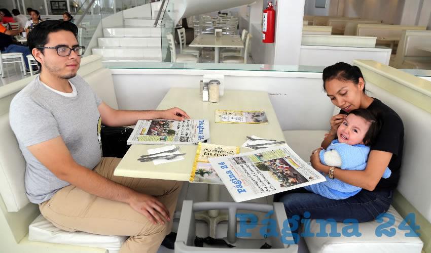 En el restaurante Del Centro almorzaron Alejandro Capetillo González, Sonia Juárez Gutiérrez y el bebé Leonardo Capetillo Juárez
