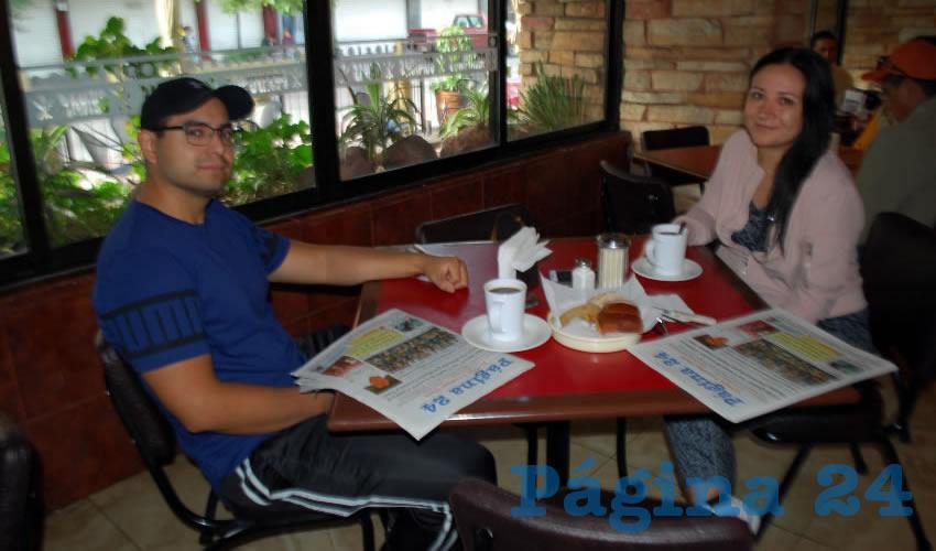 En el restaurante Las Antorchas, degustaron el primer alimento del día César Alfonso Cruz Macías y Fabiola Martel Márquez