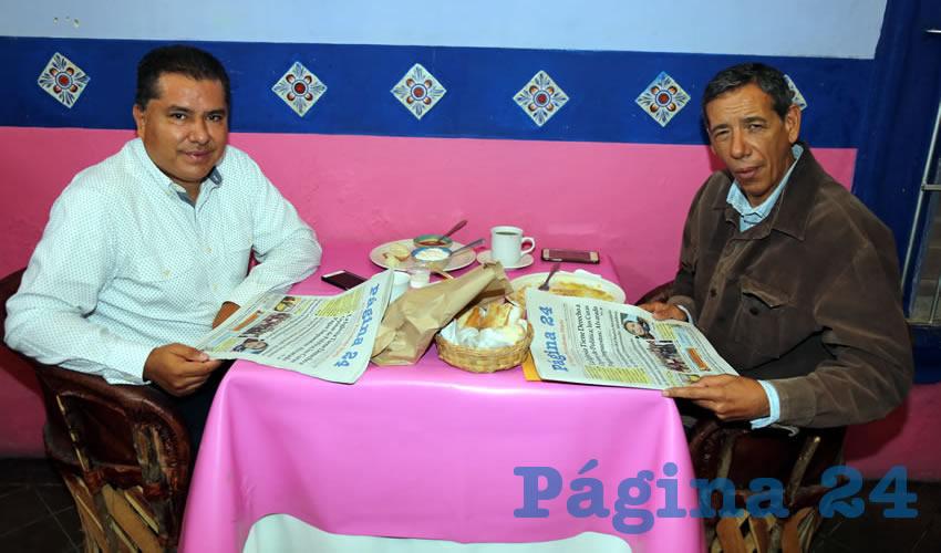 En La Saturnina almorzaron Enrique Juárez, presidente del Comité Directivo Estatal del PRI, e Isidoro Armendáriz García, consejero político estatal del PRI