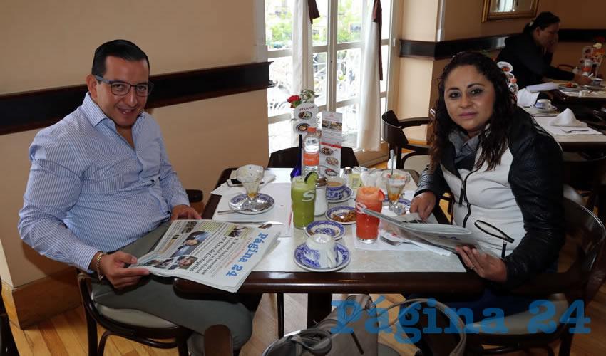En Sanborns Francia almorzaron Salvador Maximiliano Ramírez Hernández y Olga Lilia Aguilar Romero, directora de Educación Física y Deportes en el Municipio de Aguascalientes