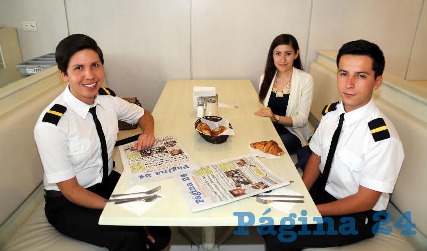 En el restaurante Del Centro compartieron el pan y la sal José Alberto Duarte Ramírez, Magali Tiscareño Martínez y Juan Armando Aguiñaga López
