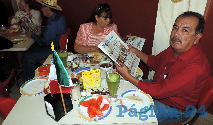 Rosa Elba Alcalá y Rafael de Velasco desayunaron en el restaurante Mitla