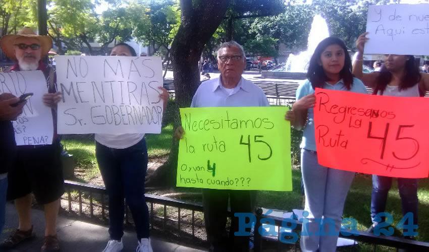 La falta de acciones de la Secretaría de Movilidad se ejemplifica con el problemón que padecen en varias colonias de la ciudad tras el retiro de la ruta 45/Fotos: Elizabeth Ríos Chavarría