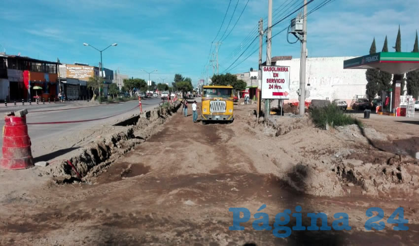 La Secretaría de Obra Pública de Jalisco reporta que la obra en avenida Tonalá apenas lleva 42 por ciento de avance, por lo que no será en este año cuando sea abierta a la circulación, una vez terminada/Fotos: Francisco Andalón López