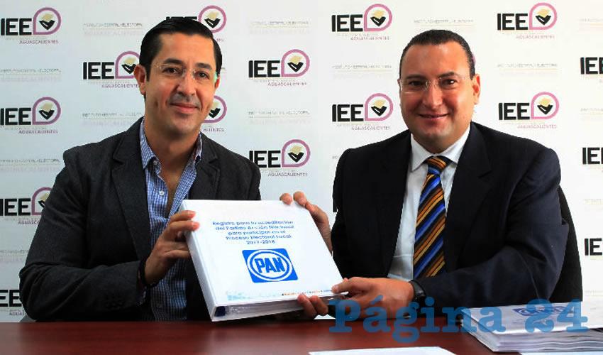 Entrega de la carpeta de registro del Partido Acción Nacional (PAN) ante el Instituto Estatal Electoral (IEE) para la contienda del 2018