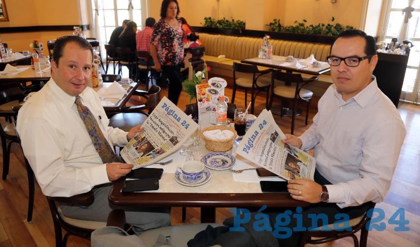 Luis Rivera Vargas, síndico procurador en el municipio de Aguascalientes y Jaime Beltrán Martínez, funcionario municipal, compartieron el pan y la sal en Sanborns Francia