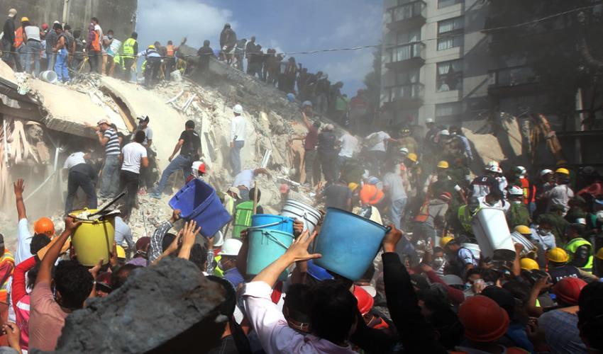 Sismo deja 149 muertos y decenas de desaparecidos