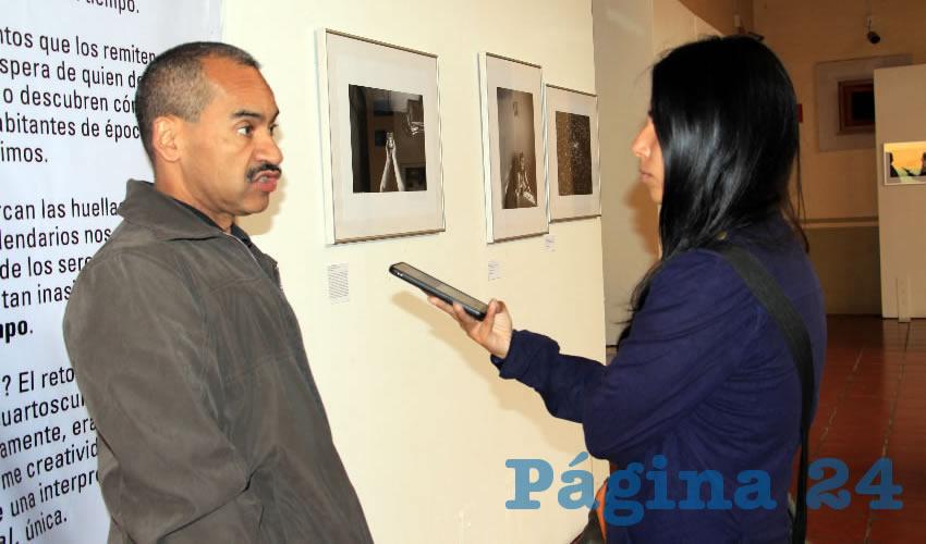 Jaime Robledo Martínez, encargado del centro de documentación de la Fototeca Zacatecas, comentó que esta exposición estará en exhibición sólo una semana más, por lo que invita a la población en general a acudir a apreciarla (Foto Rocío Castro)
