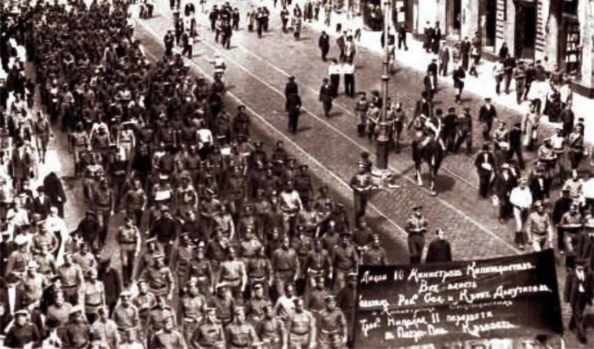 Manifestación popular en Petrogrado, el 18 junio de 1917