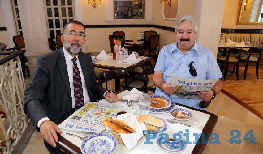 En Café Punta del Cielo departieron Miguel Díaz, reportero, y Enrique Appendini Carrera, coordinador de Comunicación Social de la Secretaría de la Juventud de Gobierno del Estado