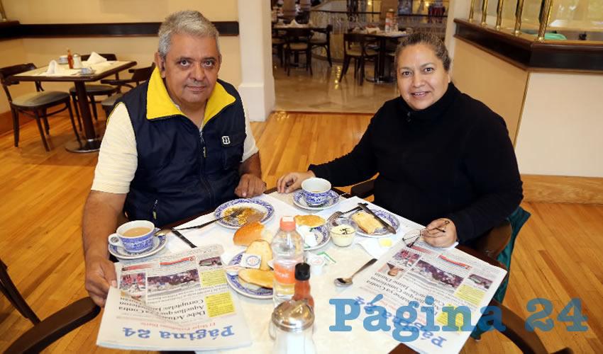 En Sanborns Francia almorzaron Carlos Ayala Spíndola y Ernestina Ortiz Moreno