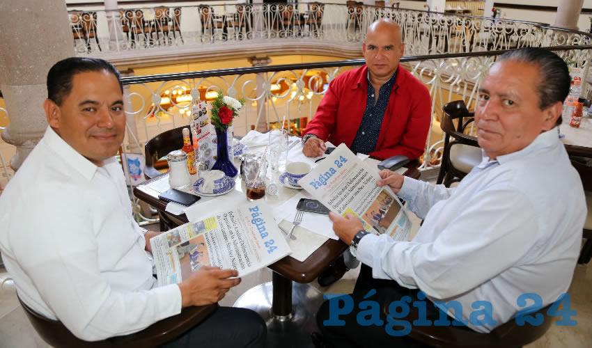 En Sanborns Francia departieron Álvaro Ortiz de Santos, de León Guanajuato; Ángel Ortiz de Santos y Luis Antonio Quezada Urrutia