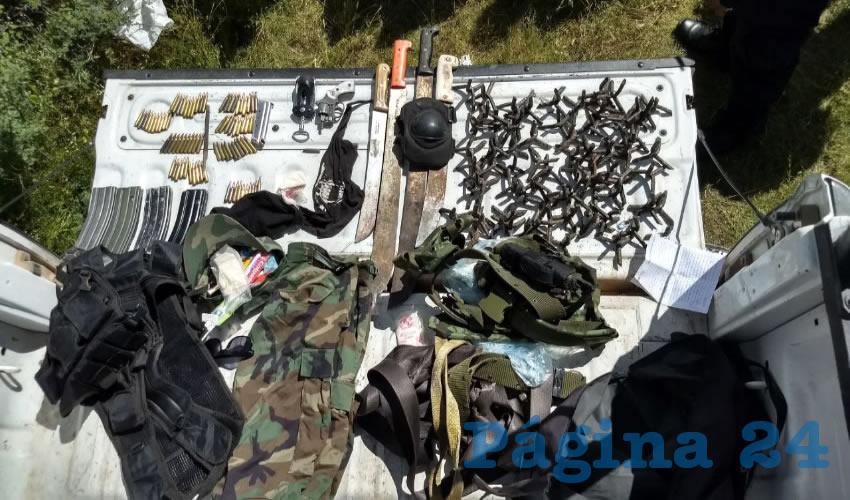 En otra acció, en Villa González Ortega decomisaron dos vehículos, 208 cartuchos útiles, 5 cargadores y 73 poncha llantas, tras repeler agresión armada