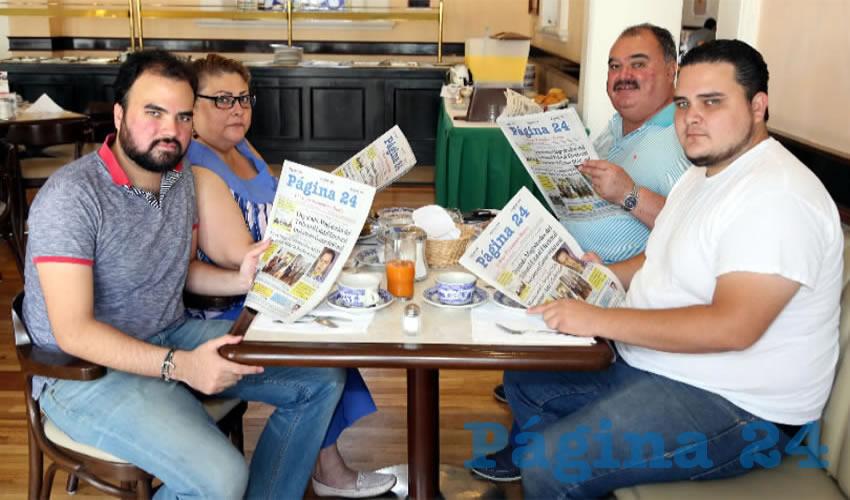 En Café Punta del Cielo departieron Fernando Carrillo López, presidente de la Comisión Económica del Consejo de la Ciudad; Alfonso Linares Medina y Lupita González Madrigal, secretario y presidenta de la Asociación de Comerciantes del Centro (Acocen), respectivamente