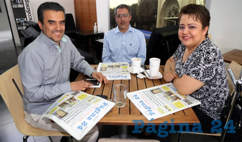 Víctor Manuel Payán Sánchez, Alicia Sánchez de Payán, Víctor Payán Bravo y Óscar Payán Sánchez compartieron el primer alimento del día en Sanborns Francia