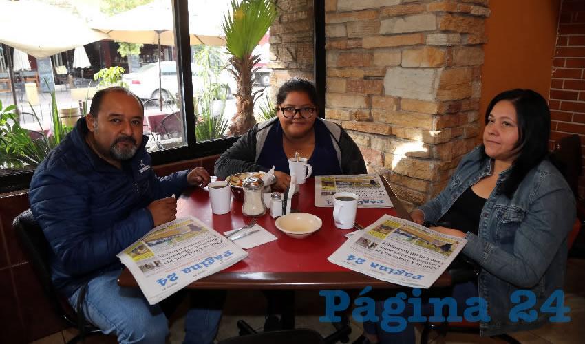 En el restaurante Las Antorchas almorzaron David Espíndola Sánchez, Ester Espíndola de la Cruz y Verónica de la Cruz Alonso