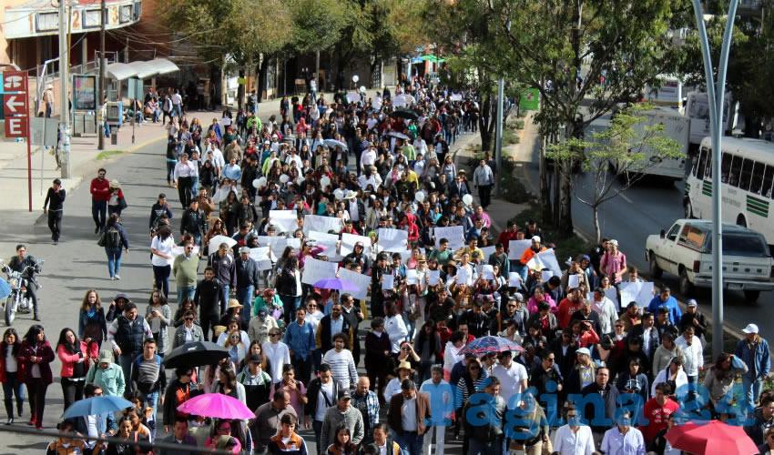 Entre Insultos y Mentadas de Madre Miles de Estudiantes Exigen Justicia