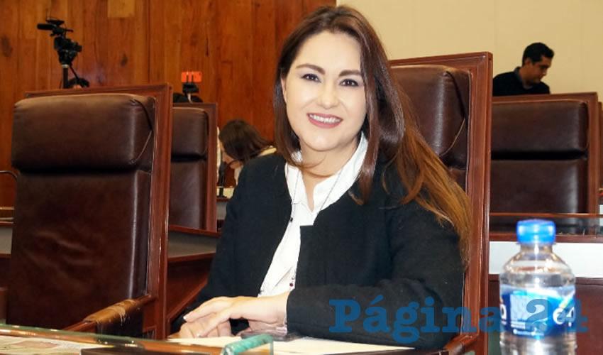 Geovanna Bañuelos: El gobernador debe cumplir su palabra, y respetar el contrato que firmó en el proceso electoral, y la petición de que cumpla no es el ámbito político, como los diputados del Partido Revolucionario Institucional (PRI) y el mismo gobernador lo hace ver (Foto Merari Martínez Castro)