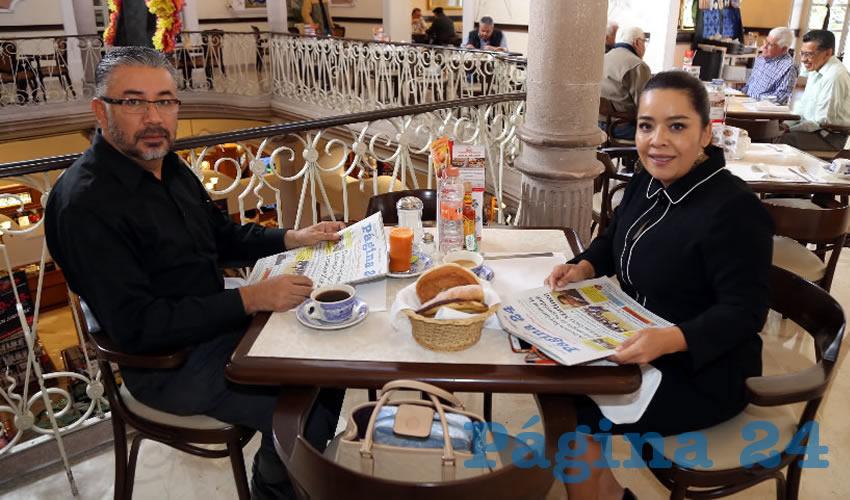 En Sanborns Francia almorzaron José Horta Pérez y Elsa Amabel Landín Olivares, diputada local