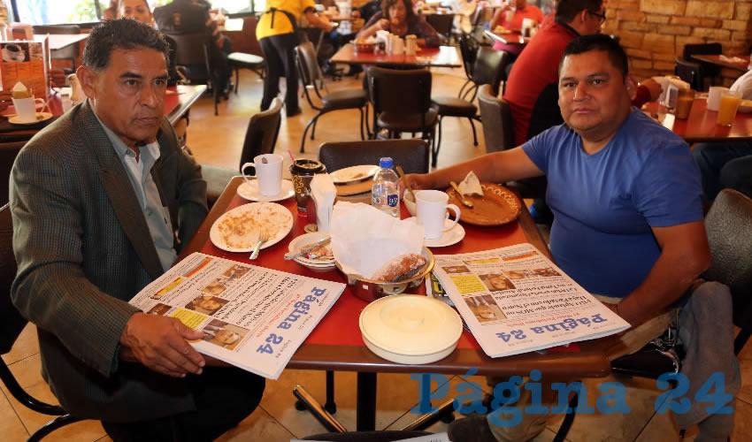 En Las Antorchas almorzaron Marco Antonio Gutiérrez Campos, presidente de la Unión Lázaro Cárdenas y Artesanos y Comerciantes del Centro AC; y Guadalupe de la Cruz Flores, miembro activo de dicha asociación