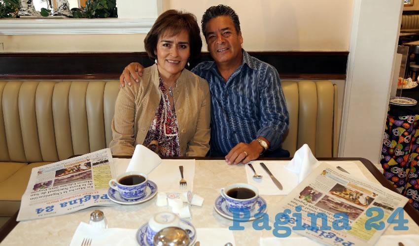 Irene Ortiz Rodríguez e Ismael Sánchez Calderón compartieron el pan y la sal en Sanborns Francia