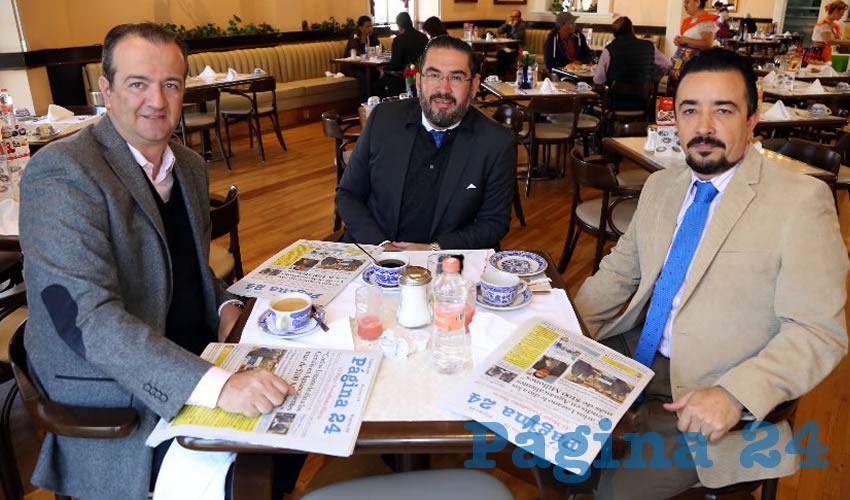 Enrique Pineda Manríquez, Alejandro García Gómez y Rogelio Burwell Garay desayunaron en Sanborns Francia