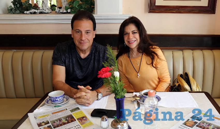 En Sanborns Francia almorzaron Arturo Villarreal Richo y Lorena Magallanes Pérez, quienes nos visitan de Monterrey